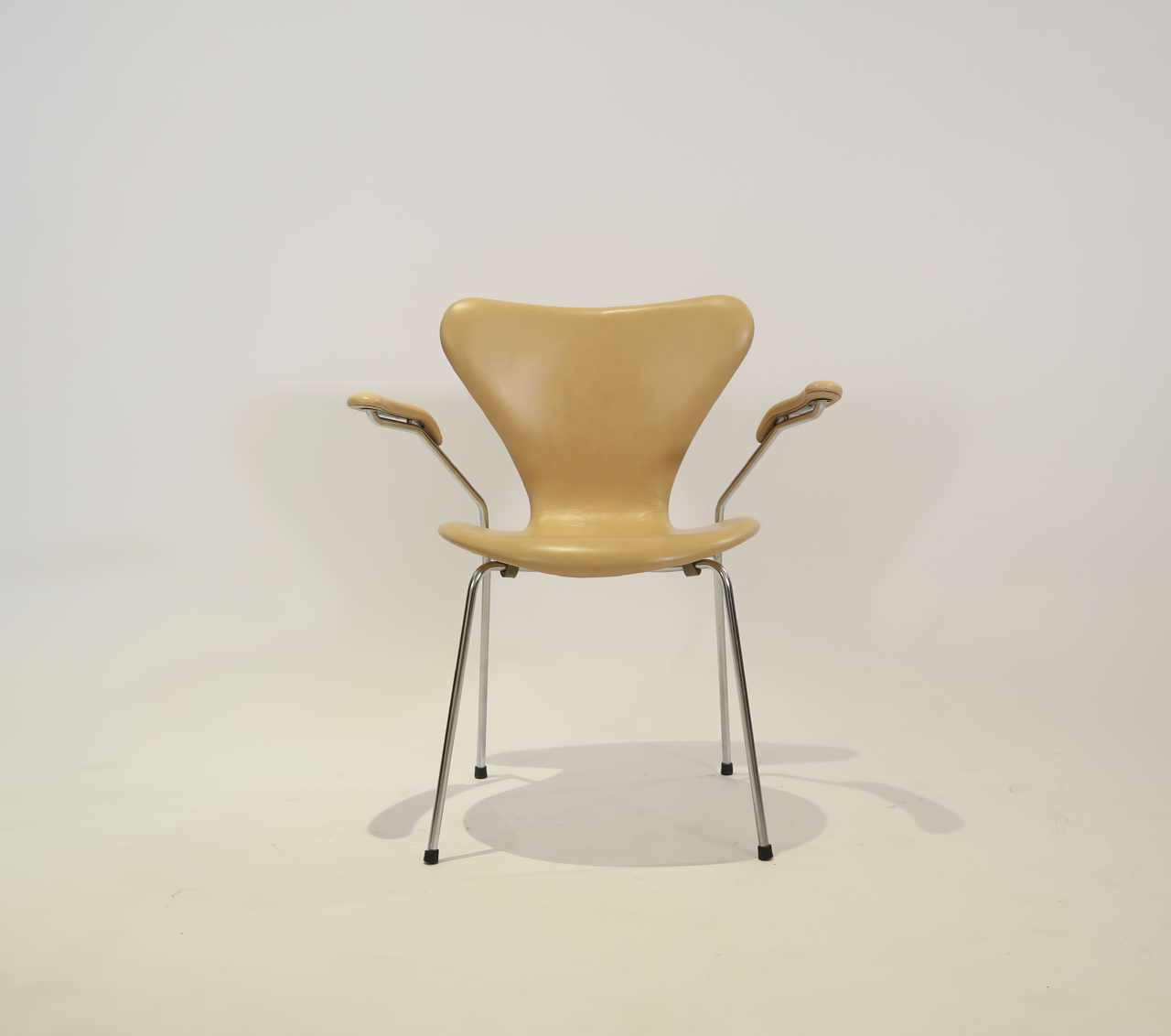 Awe Inspiring 3207 Leather Armchair By Arne Jacobsen For Fritz Hansen Pabps2019 Chair Design Images Pabps2019Com